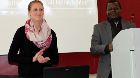 Mfumbusa und seine Übersetzerin